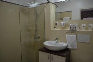 moderno_opremljeno_kupatilo_prenociste_alex
