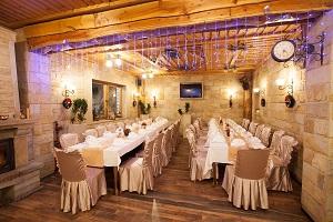 restoran_ras_sa_dekoracijom_za_vencanja_i_svecanosti