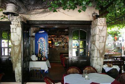 Pansion Pavlović Đenovići ishrana u restoranu na obali mora