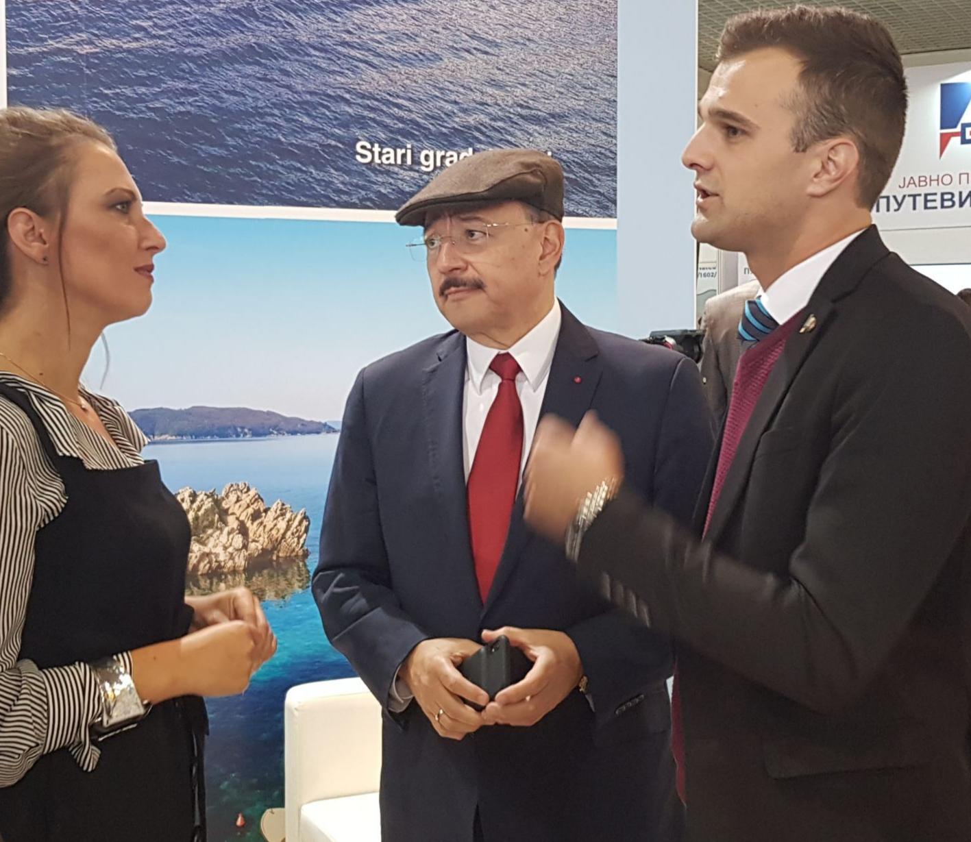 ambasador Meksika u Srbiji Gdin Marco Antonio Garcia Blanco na standu to tivat sajam turizma lorist 2019 novi sad