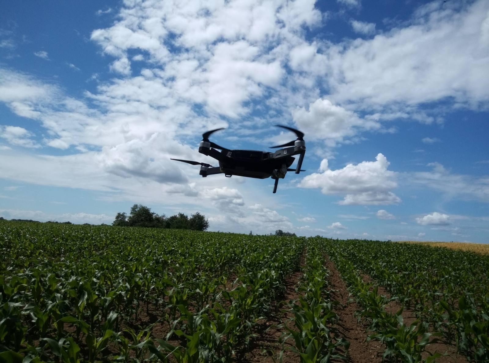 dron-iznad-zasada-kukuruz-bc-525