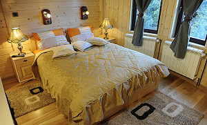 bracni-krevet-u-apartmanu-hotela-mount