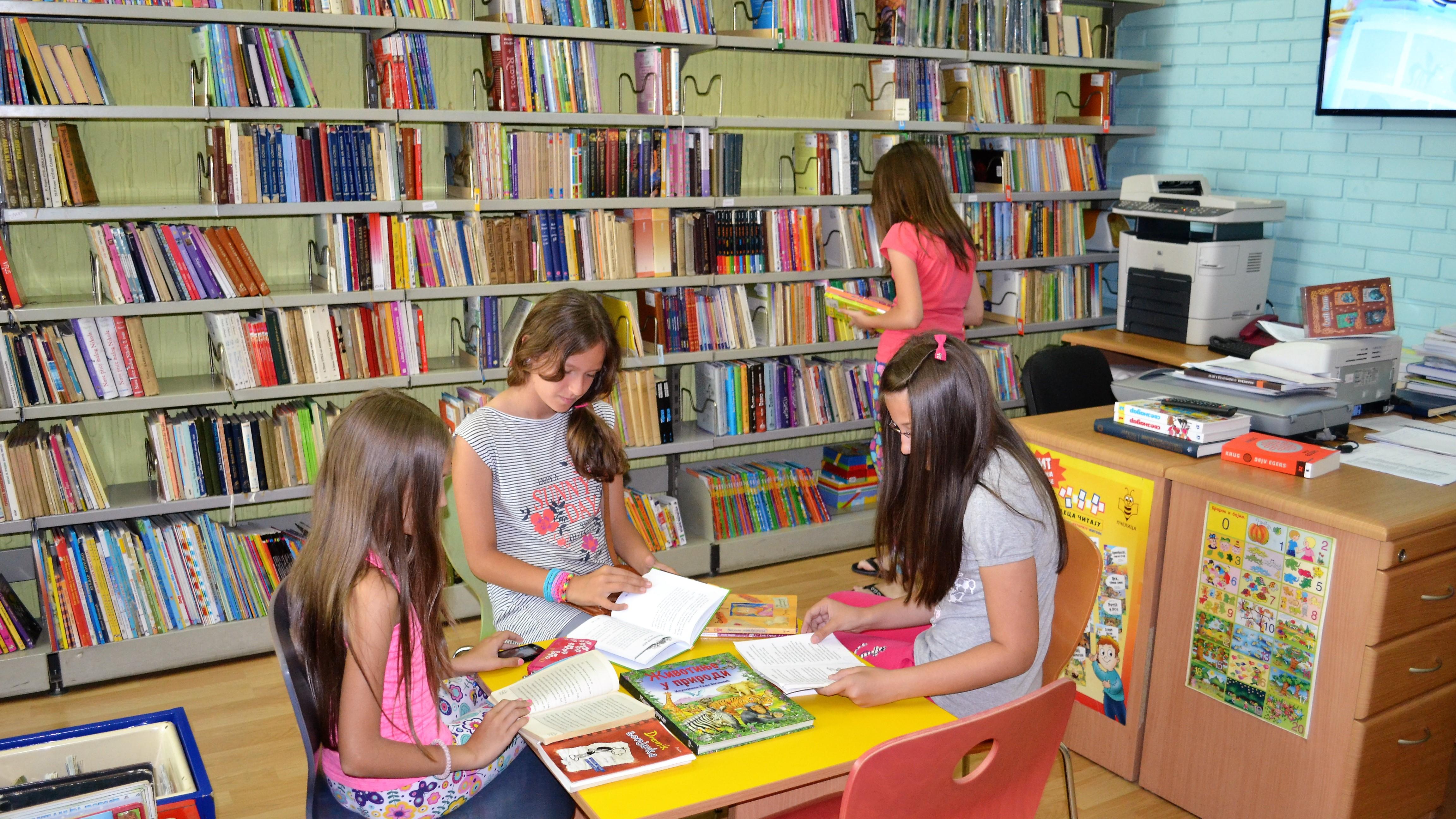deca_u_citaonici_biblioteke_njegos_u_knjazevcu