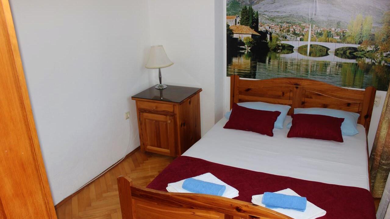 dvokrevetna-soba-sa-bracnim-krevetom-hotel-san-trebinje