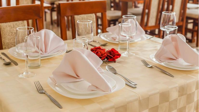 elegantno_postavljen_sto_restoran_lara_canj