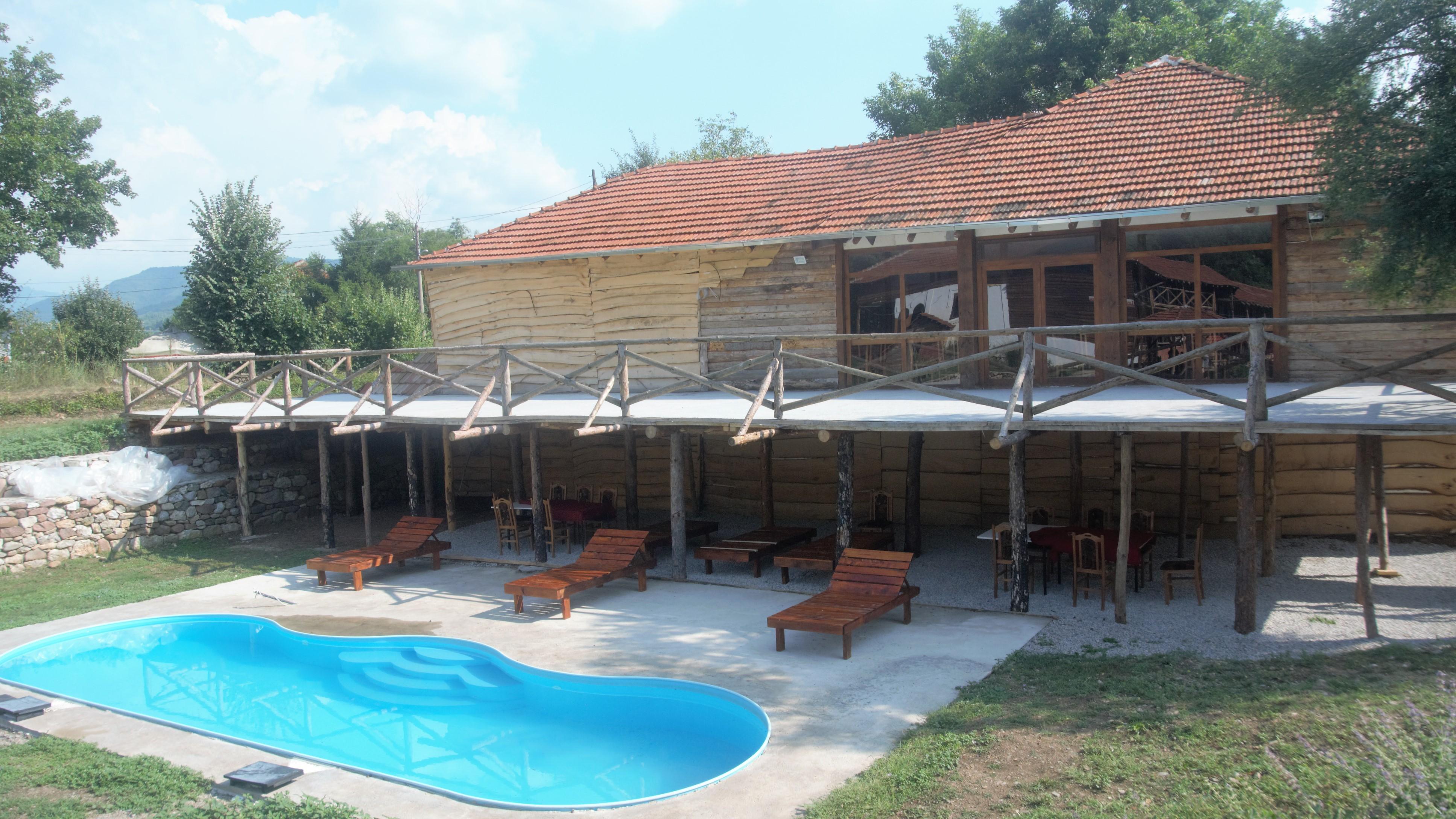 etno_restoran_lezaljke_i_bazen_etno_selo_stara_planina