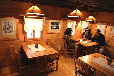 Muzej na otvorenom Staro selo Sirogojno Krčma Zlatiborski specijaliteti, kajmak pršuta