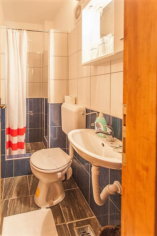 kupatilo_wc_tus_kabina_hotel_san_trebinje