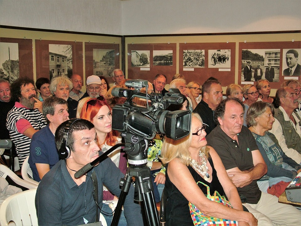 okupljena publika spomen dom crvena komuna petrovac 19.09.2019.
