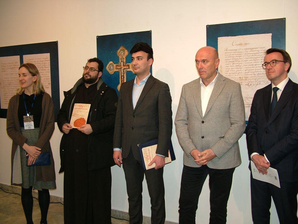 okupljene zvanice na otvaranju izlozbe pastrovici i ruski dvor