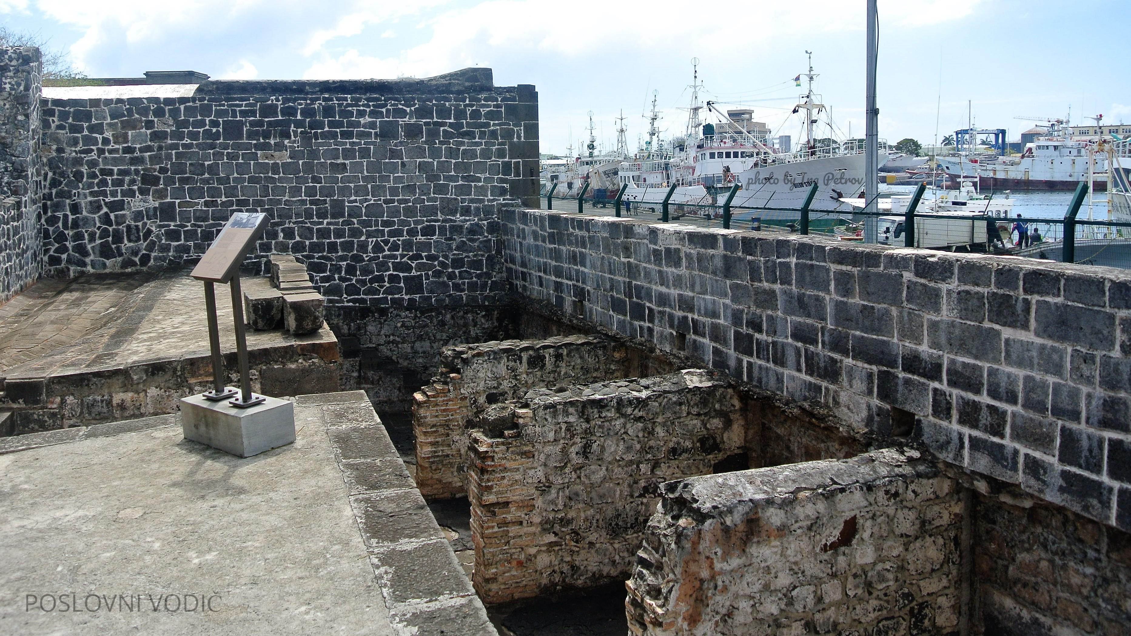 ostaci_nekadasnje_luke_apravasi_gat_port_luis_mauricijus_photo_by_ira_petrov