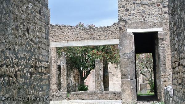 otvor za vrata pompeja
