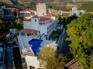 panoramski_pogled_na_hotel_budva_u_centru_budve
