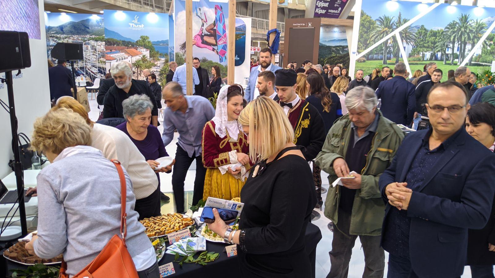 posetioci na standu nacionalne turisticke organizacije crne gore 2020 beograd 3
