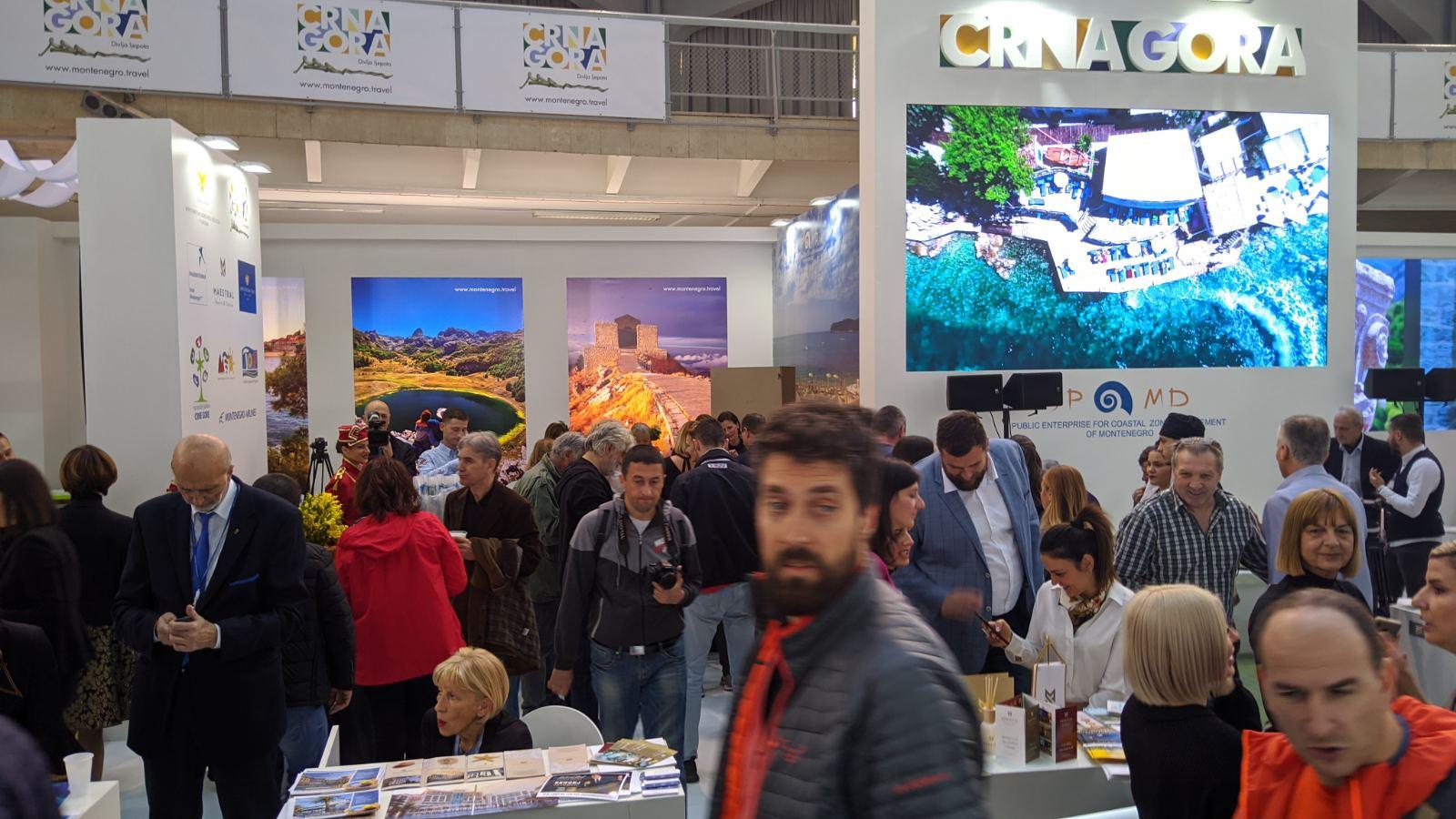 posetioci na standu nacionalne turisticke organizacije crne gore 2020 beograd