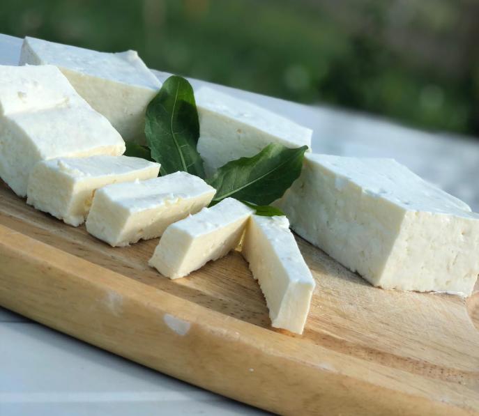 sjenicki-sir-u-kriskama-mlekara-korzo