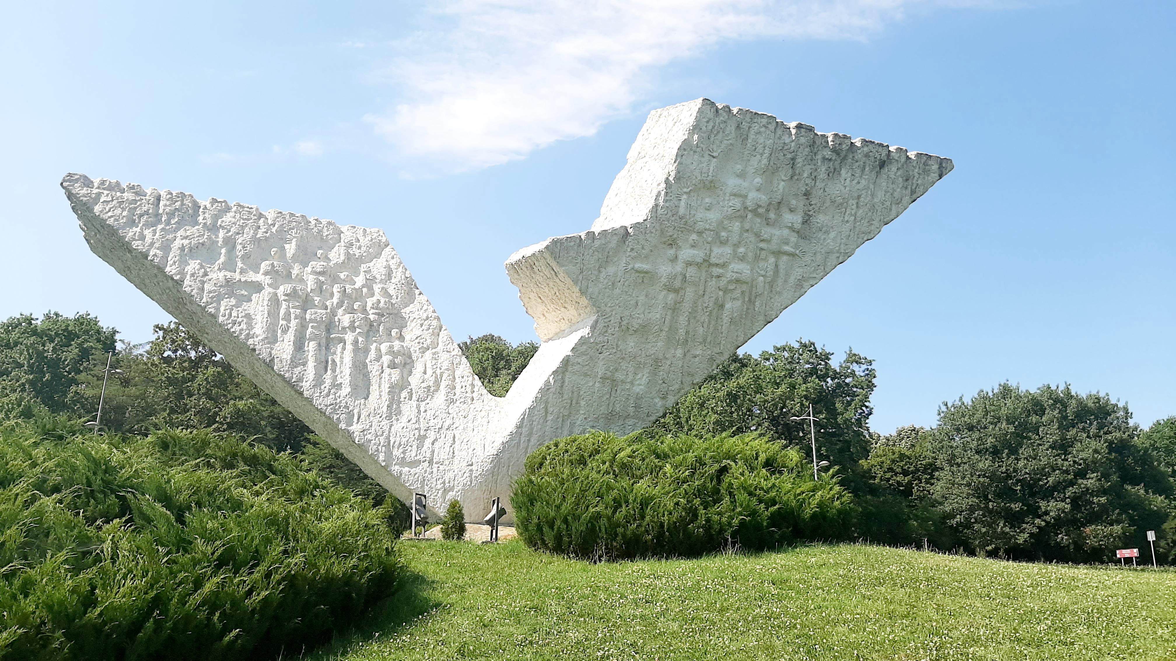 spomenik-streljanim-djacima-i-profesorima-sumarice-kragujevac