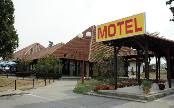 Motel Stari Hrast Markovac na stotom kilometru autoputa Beograd Niš