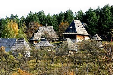 Muzej na otvorenom Staro selo Sirogojno Konaci, korčma, zlatiborski specijaliteti