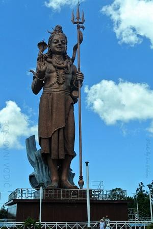 statua_sive_pored_grand_basin_mauricijus_photo_by_ira_petrov
