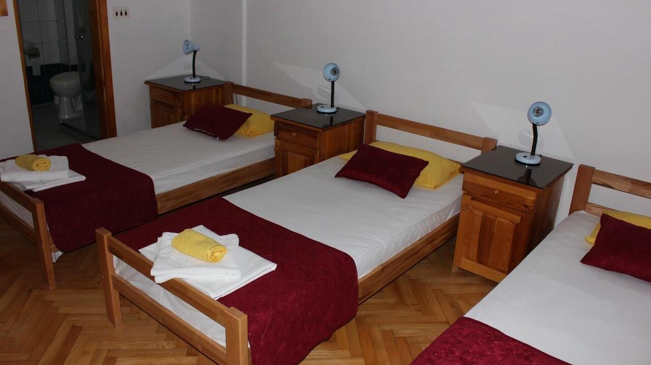 trokrevetna-soba-sa-kupatilom-hotel-san-trebinje