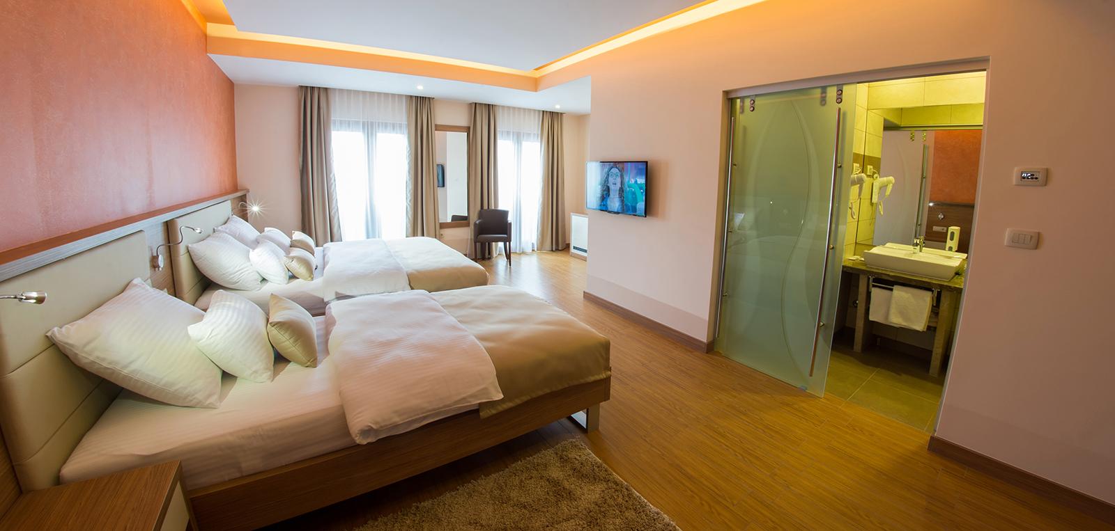 trokrevetna_soba_sa_kupatilom_hotel_mostar