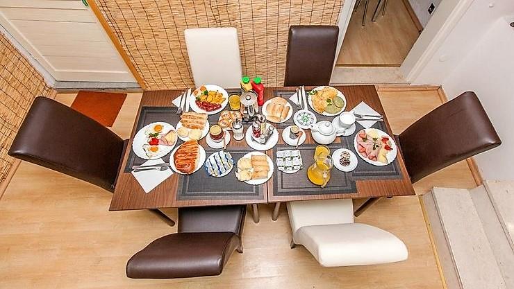 veliki_izbor_hrane_za_dorucak_hotel_san_trebinje