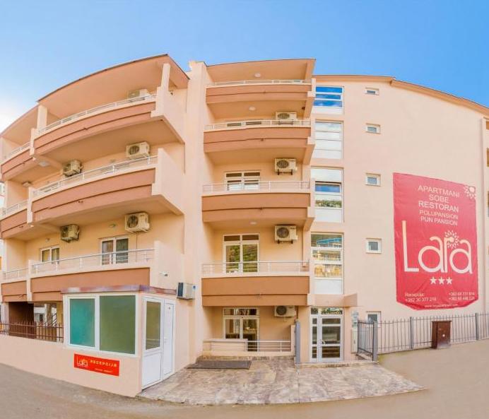 zgrada_u_kojoj_su_apartmani_lara_canj